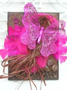 Collage de lily-rose salome: papillon rose sur fond chocolat
