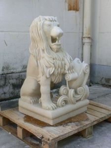 Sculpture de elkoh: lion  pierre de richemont