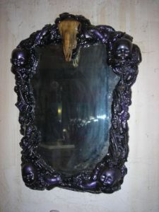 Sculpture de syndrom 396: SKULL MIRROR