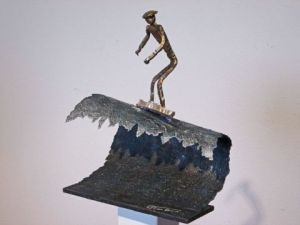 Sculpture de Roger FLORES: Surfer