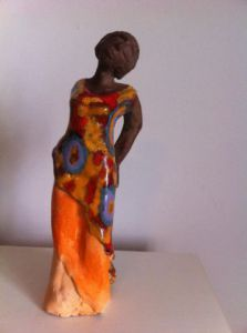 Sculpture de monique josie: femme africaine
